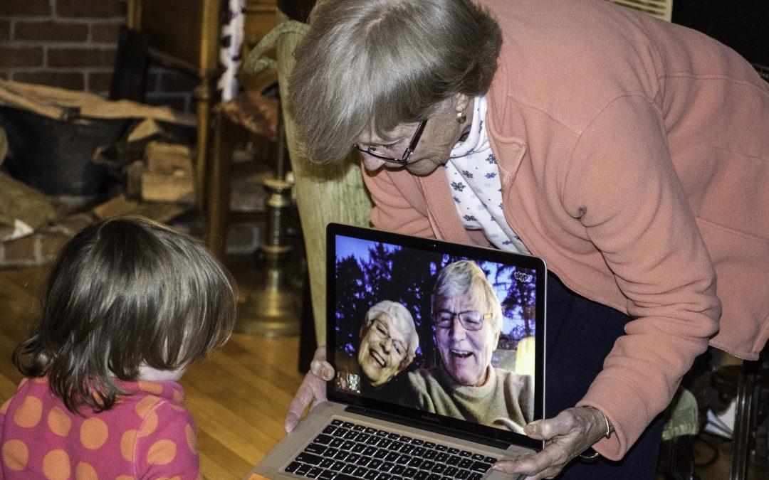 Nuevas tecnologías: su uso en las relaciones con nuestros mayores.